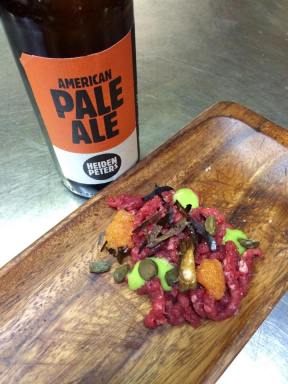 tartar, löjrom, wilder knoblauch, zwiebel, kapern - Heidepeter's American Pale Ale - NordenBerlin